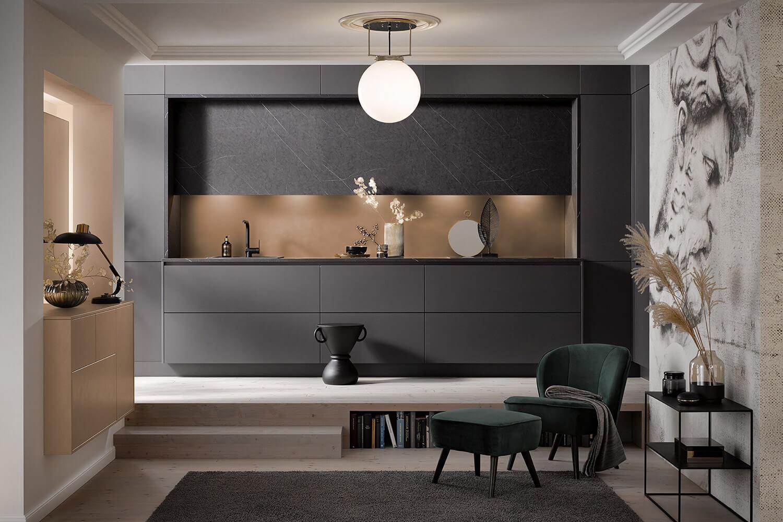 moderne High-Tech Küche in Graphit-Grau mit Akzenten in Kupfer