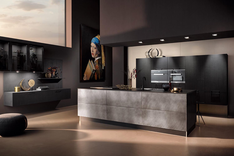 moderne offene Küche im Industriestil mit Kücheninsel in Vulkaneiche mit Industriestahl