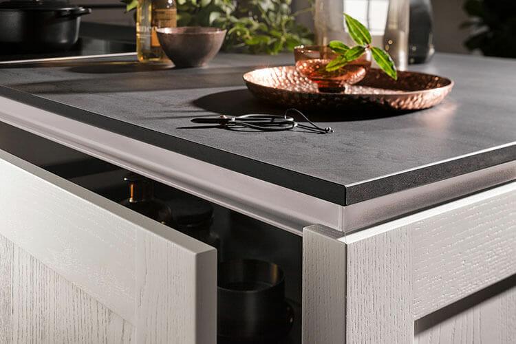 Kehlleiste in Satin bei Kücheninsel des Models AV6055 GL