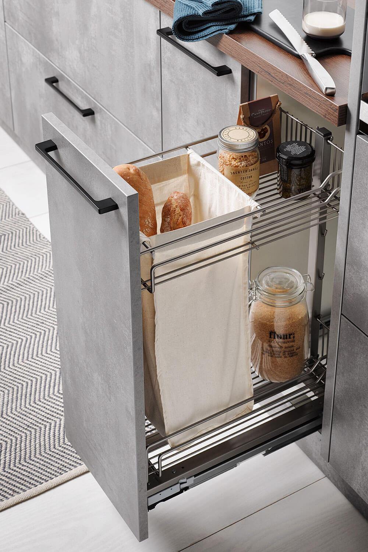 Unterschrank mit Auszug mit Beutel für Baguette-Brot