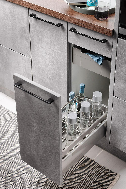 Unterschrank für Vorräte und Flaschen mit Innenschubkasten und herausnehmbarem Flaschen-Tragekorb
