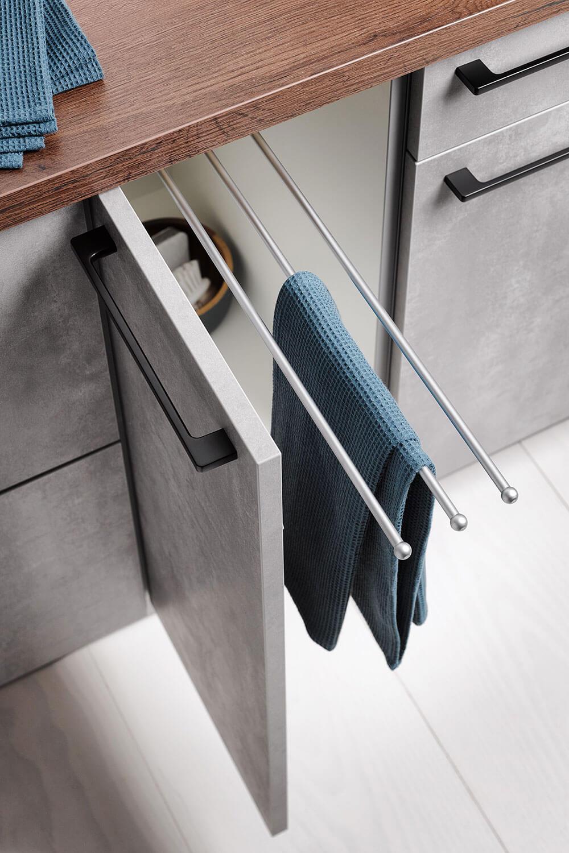 Unterschrank für Handtücher und Reinigungsmittel